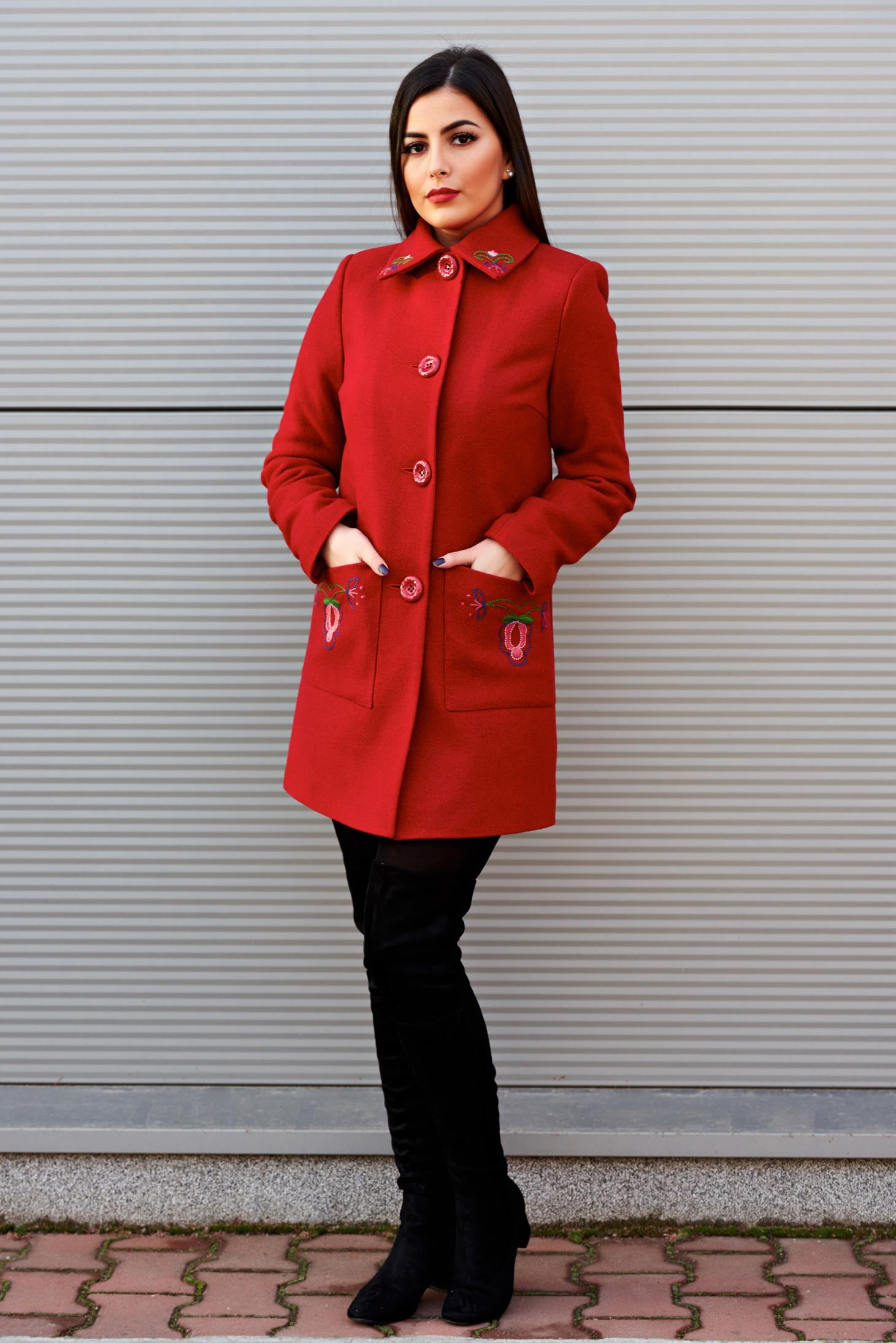 Palton LaDonna rosu elegant drept din lana cu insertii de broderie