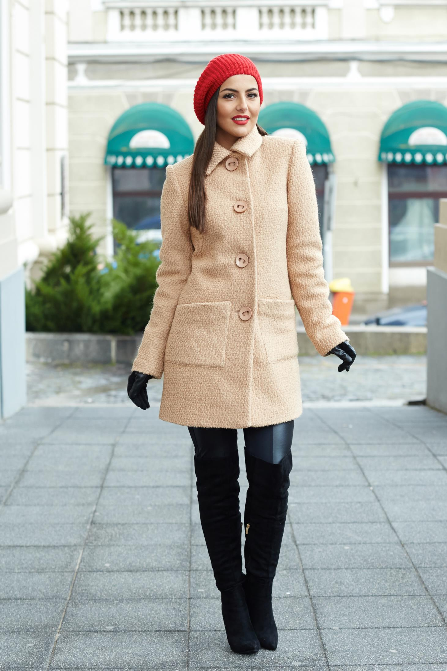 Palton LaDonna crem din lana cu buzunare
