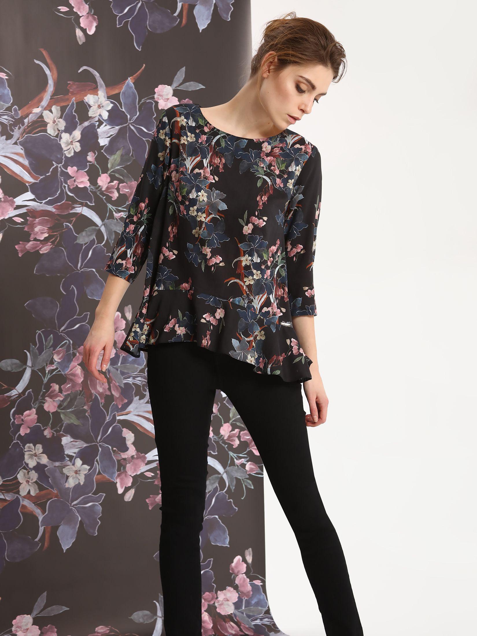 Bluza dama cu croi larg din material vaporos Top Secret neagra cu imprimeuri florale
