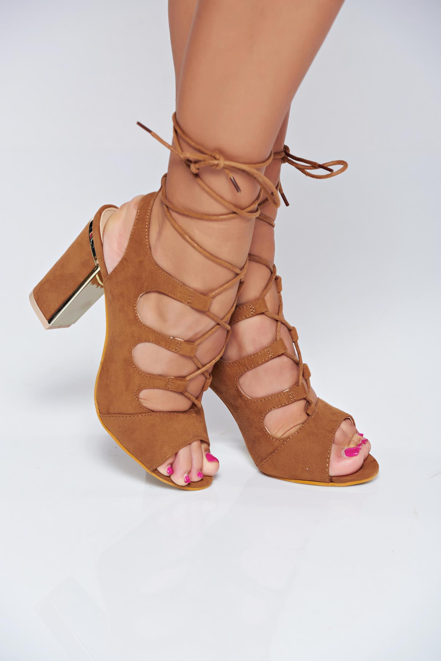 Sandale maro cu toc inalt cu snur