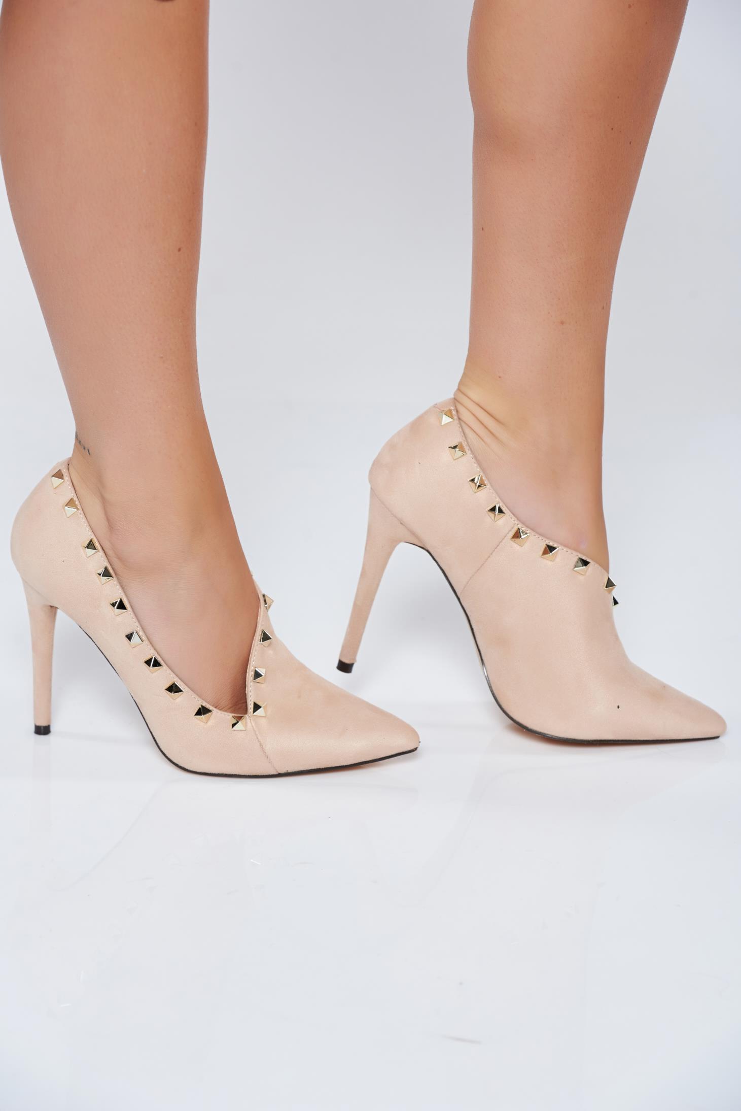 Pantofi crem eleganti cu toc inalt cu tinte metalice