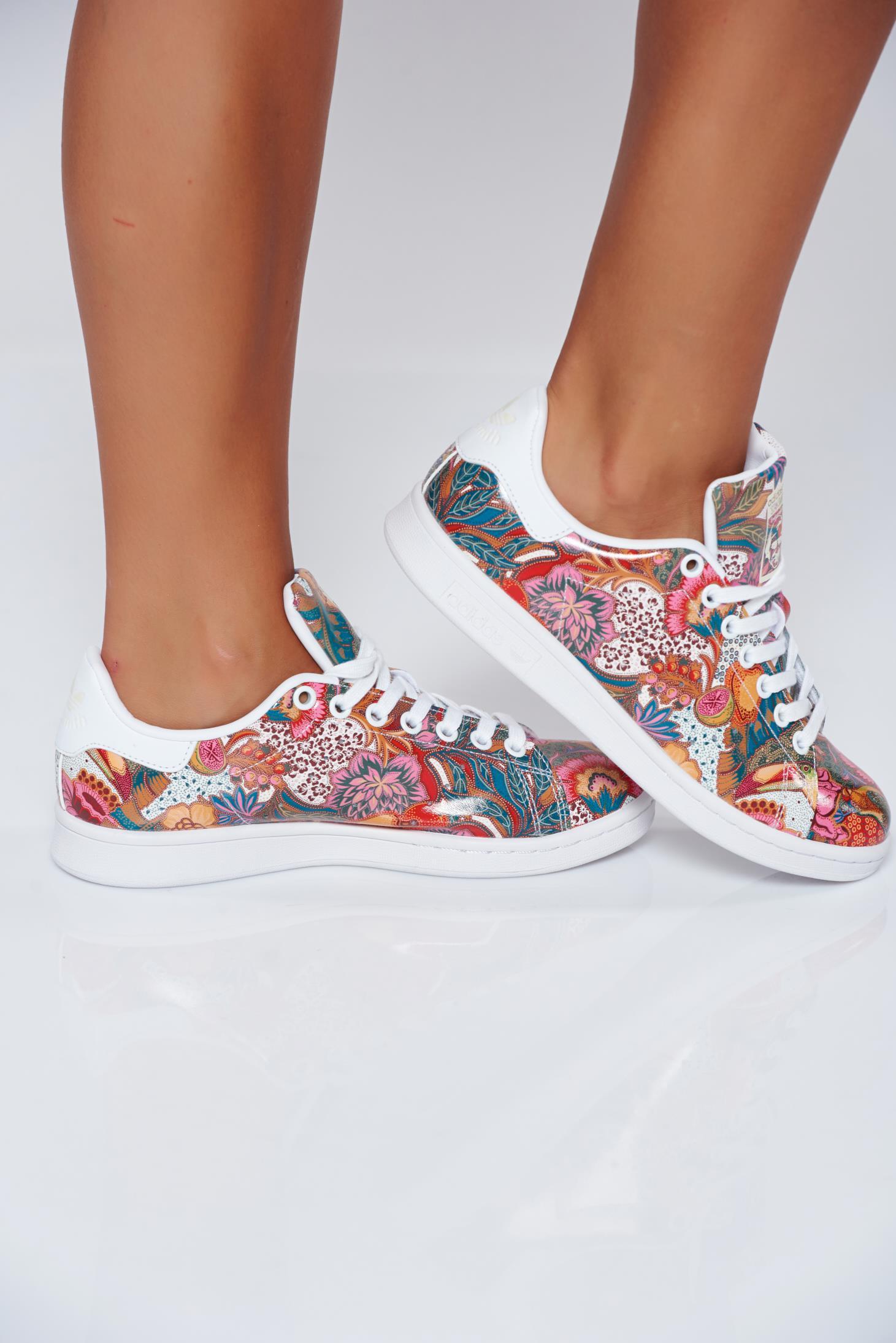 Pantofi sport Adidas Originals crem casual cu talpa usoara cu siret