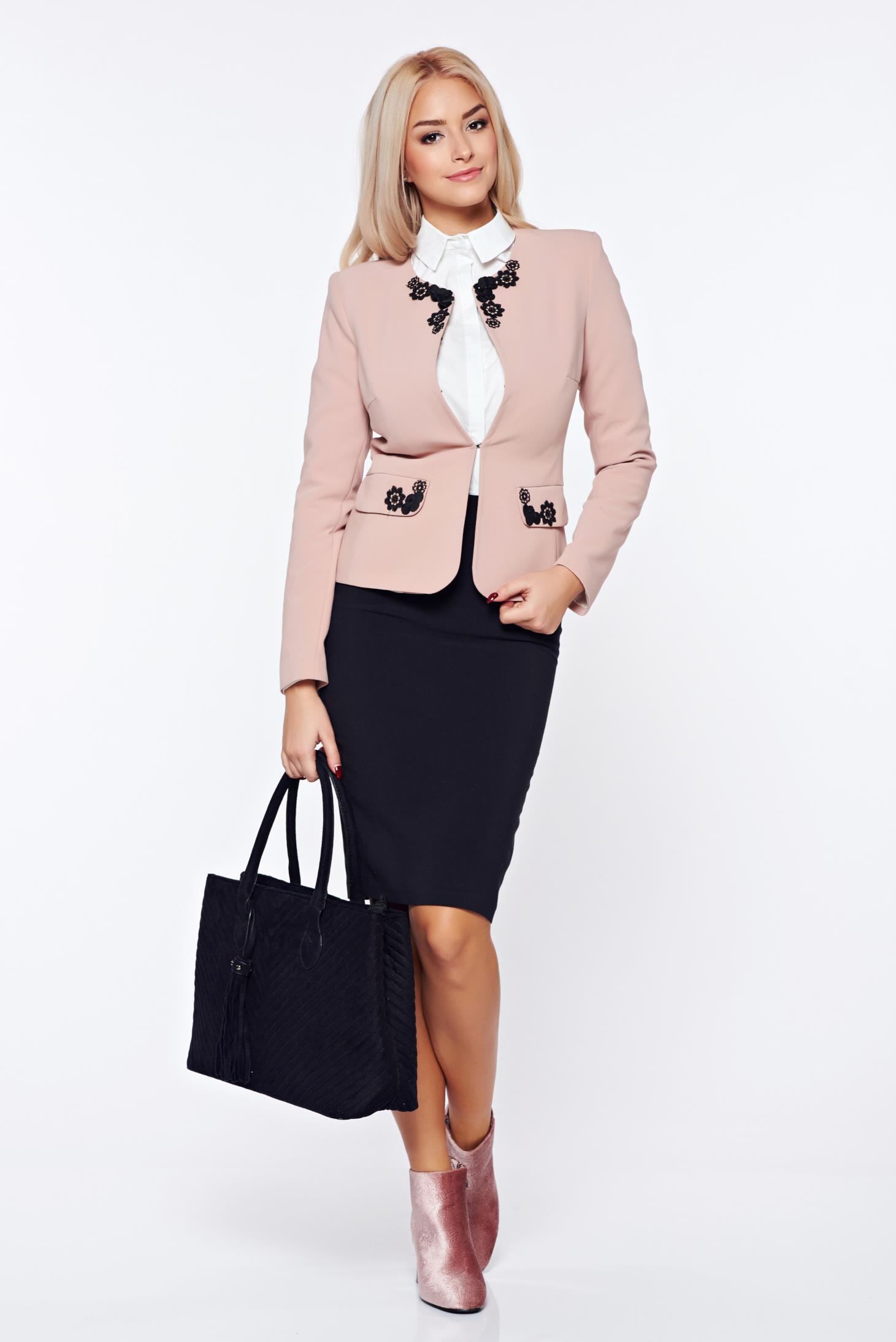 Costum damă LaDonna rosa office din stofa cu insertii brodate manual