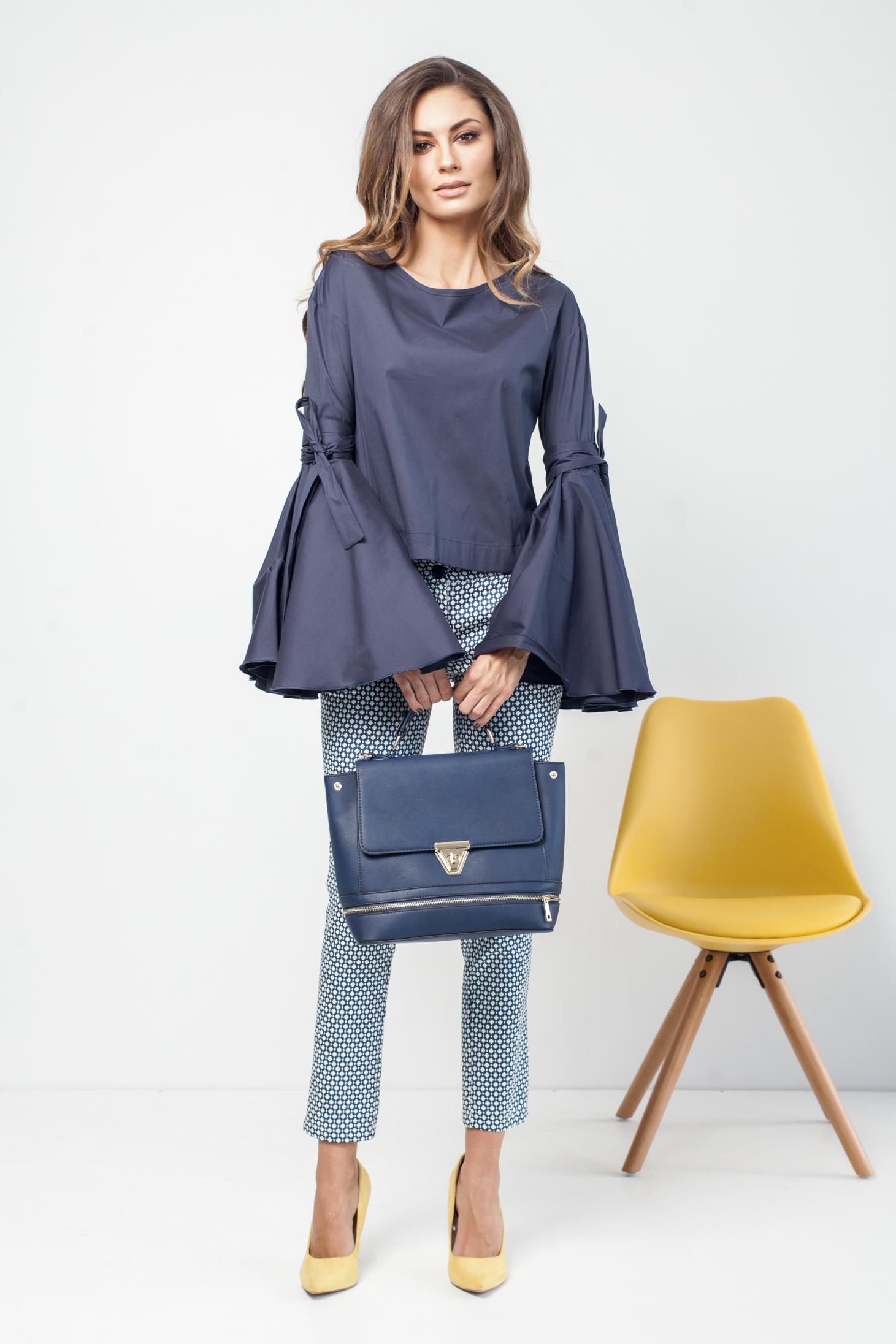 Pantaloni PrettyGirl albastri office conici cu imprimeu geometric