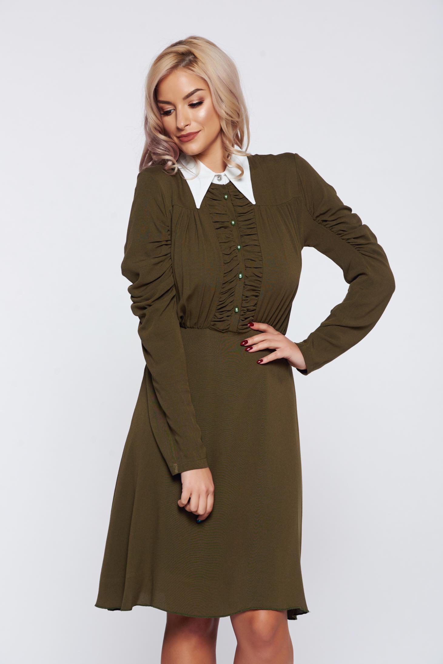 Rochie PrettyGirl khaki eleganta de zi cu guler ascutit aspect creponat