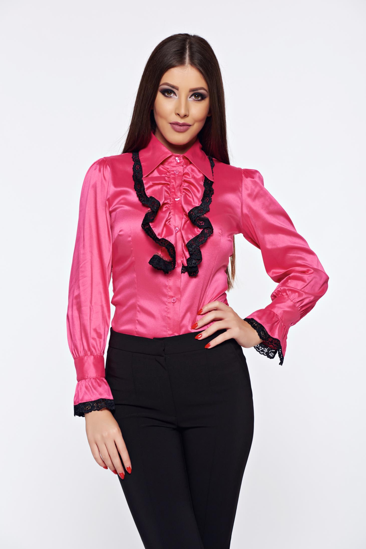 Camasa dama Artista roz office cu aplicatii de dantela cu volanase