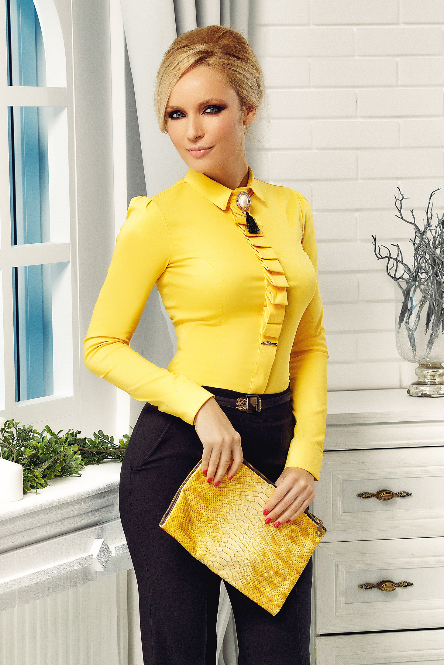 Camasa dama galbena Fofy office din bumbac elastic cu guler ascutit accesorizata cu brosa