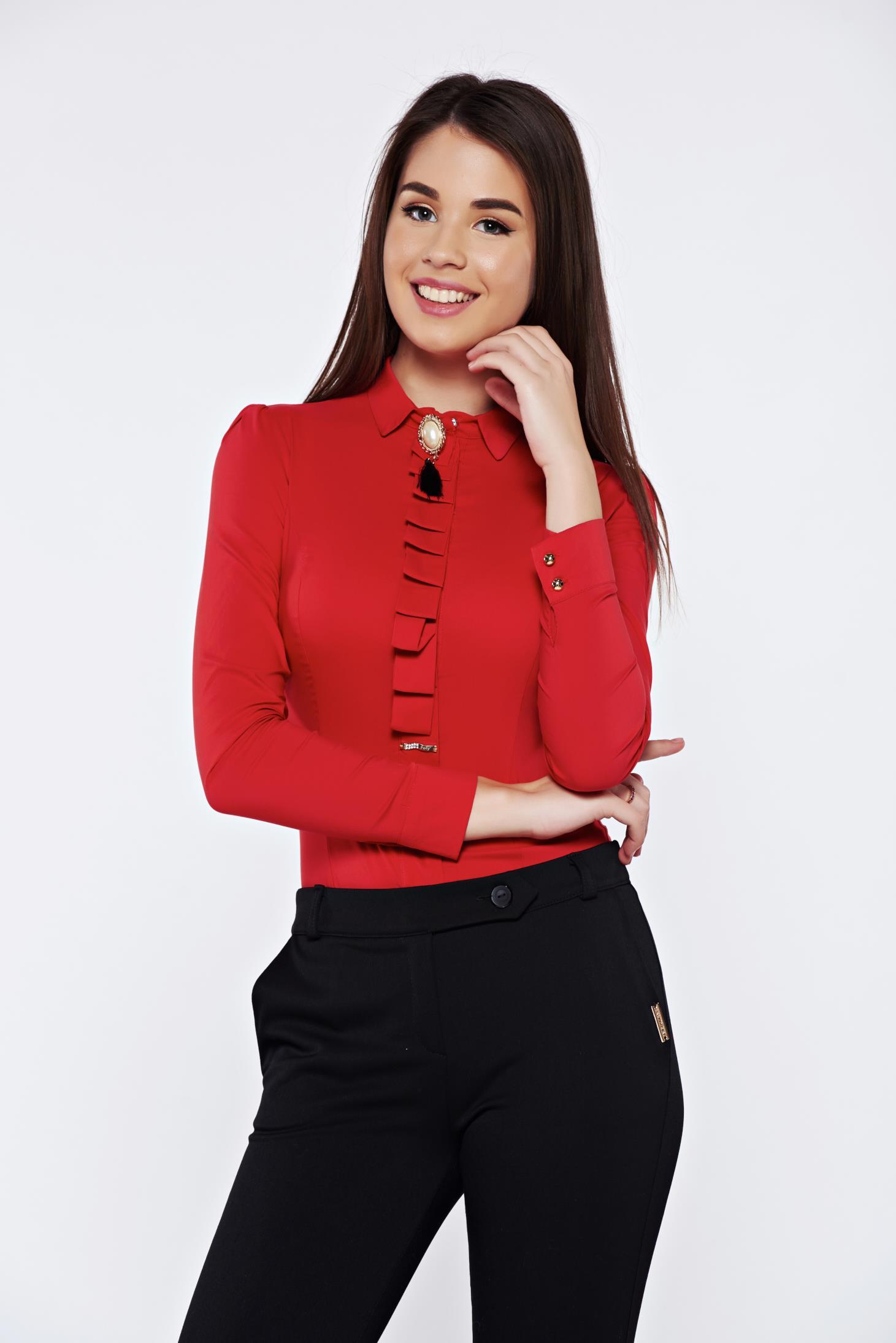 Camasa dama rosie Fofy office din bumbac elastic cu guler ascutit accesorizata cu brosa