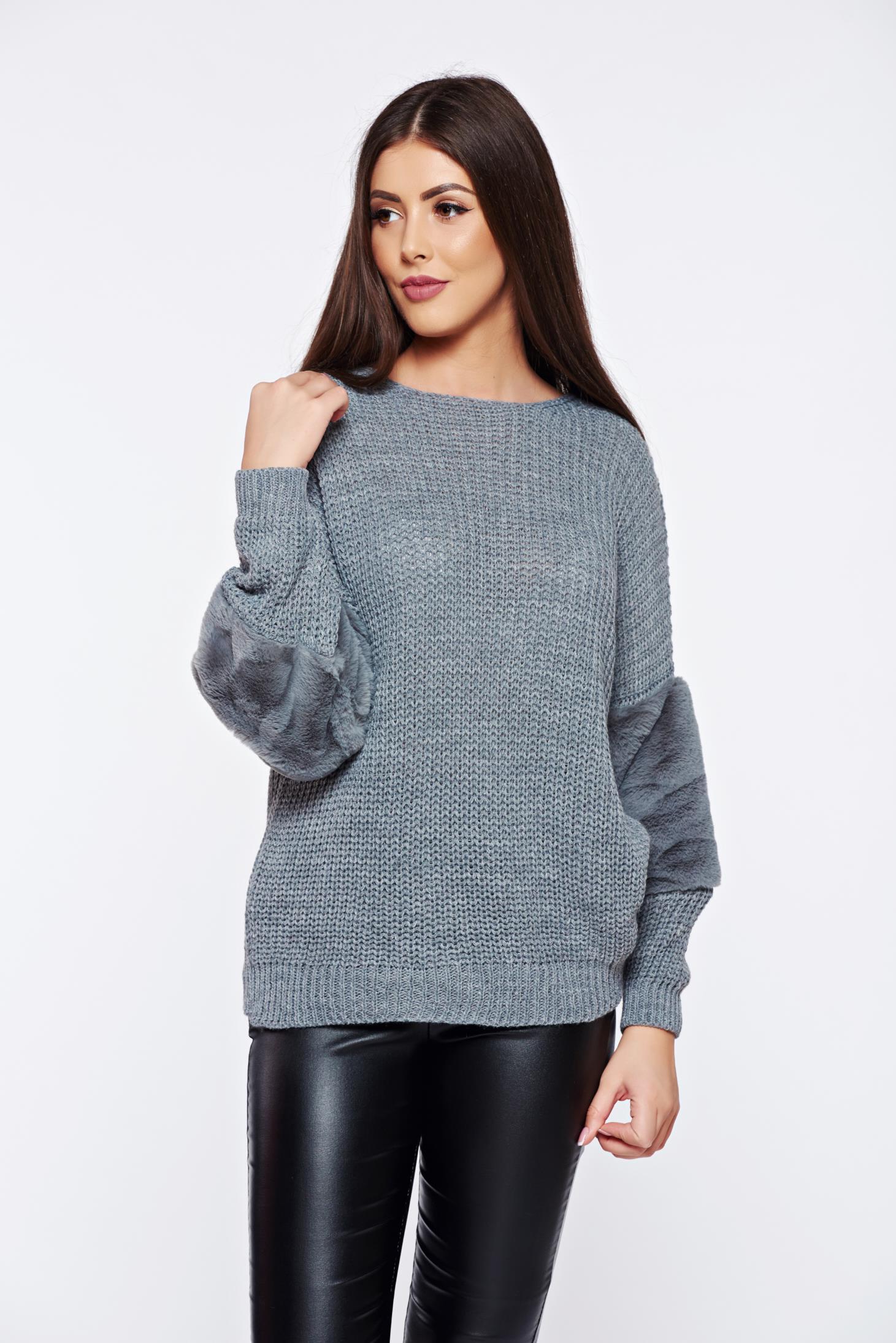 Pulover gri casual tricotat cu maneca lunga cu insertii cu blana ecologica